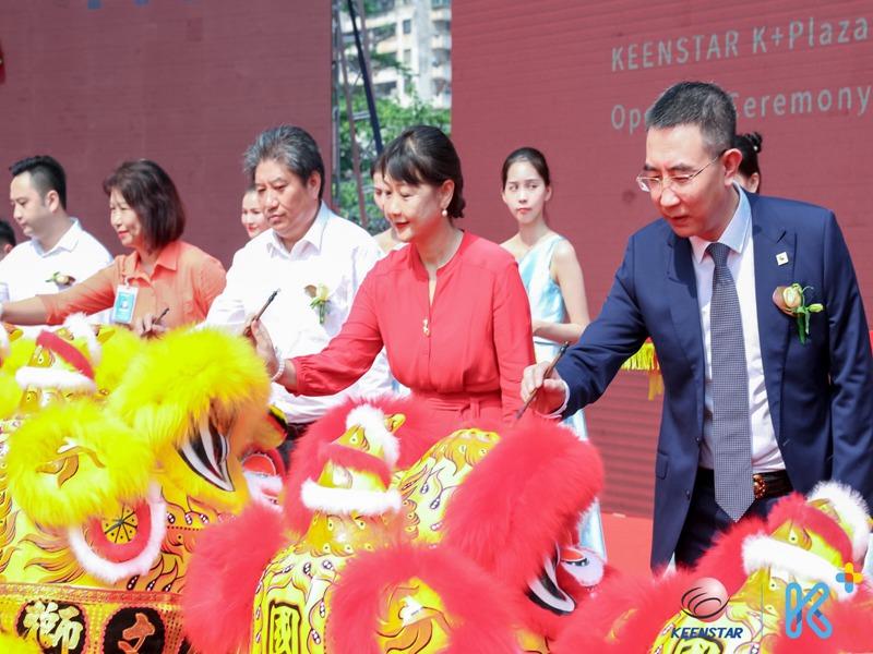 上海商场开业醒狮点睛