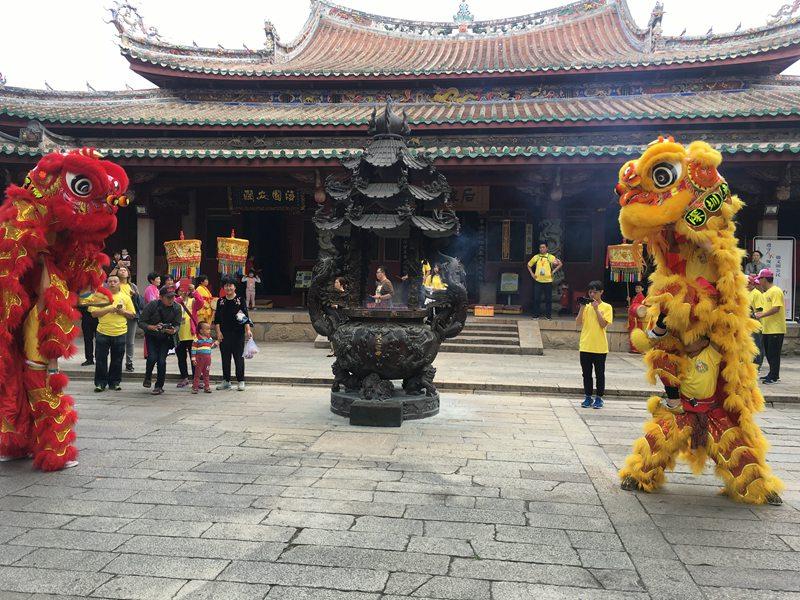 深圳庙会进香醒狮表演